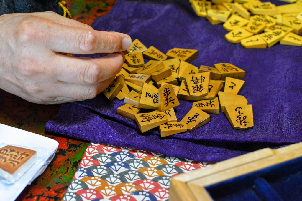 Using Shogi pieces with care for years, its colour will turn amber.
