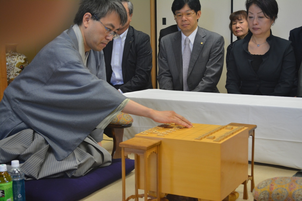 The first move for the third Kyoku (suffix put behind a number to count games) of the 74th Meijin Title Match